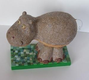 Ludo l'hippopotame creation sculpture en céramique terre cuite émaillée socle en mosaïque vert par séverine peugniez