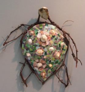 Tortue luth, Branches de vigne, pâte de verre, coquillages, perles et galets