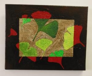création thème feuille de gingko biloba sur toile collage papier journal et peinture acrylique par l'artiste severine peugniez