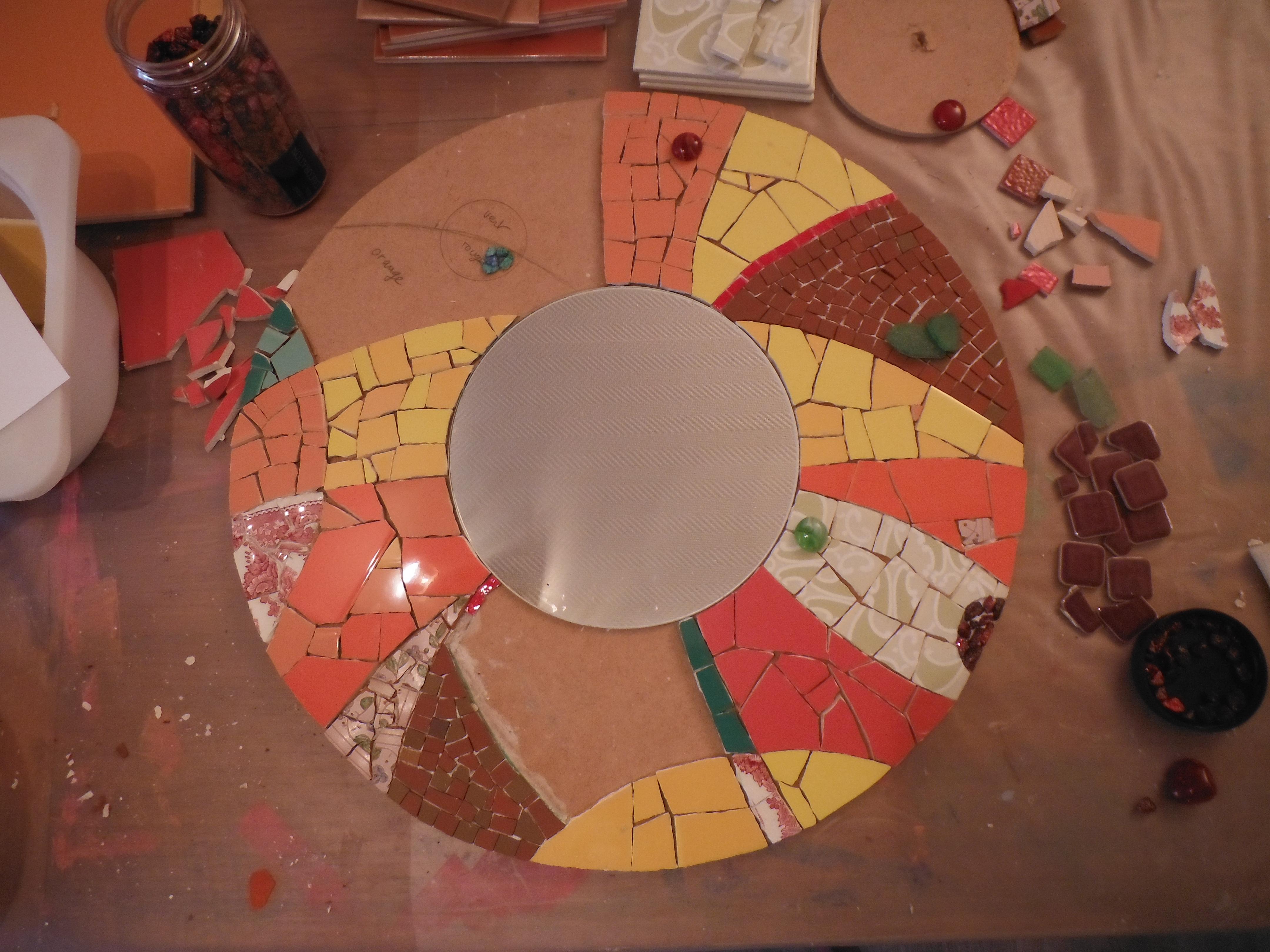 Miroir contemporain en mosa que mimi vermicelle cours for Miroir rond mosaique