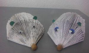 les-enfants-creent-leur-souris-en-pliage-de-papier-dun-livre-agenda-bottin-magazine-mimi-vermicelle