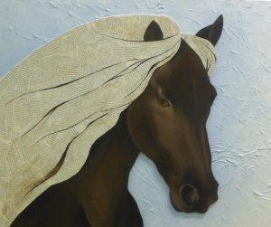 tableau-sur-toile-cheval-frison-criniere-au-vent-peinture-acrylique-et-collage-papier-journal-par-artiste-severine-peugniez